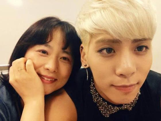 jonghyun with mom