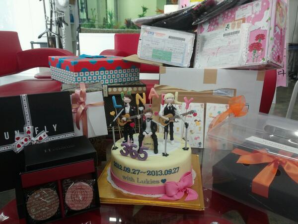 Kado cake dan charity meramaikan perayaan 1st anniversary lunafly