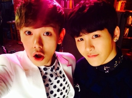 eric-nam-picture-with-hoya
