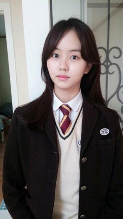 kim-so-hyun-graduation