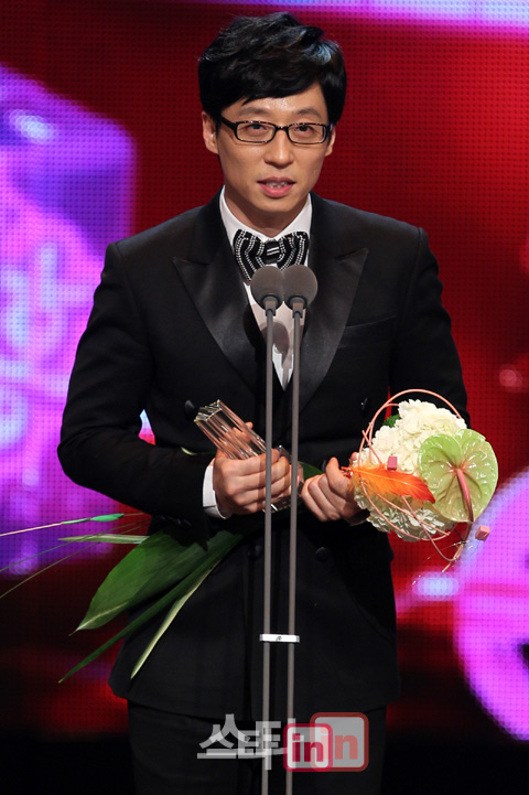 yoo-jae-suk-becomes-the-first-celebrity-to-win-eight-daesangs-in-a-row_-usa-_0