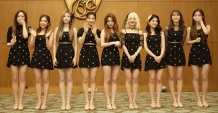 Photo 2. Girlband asal Korea, Fromis_9, menyapa media sebelum tampil pada Super K-Pop Festival 2019 (29_09_2019)
